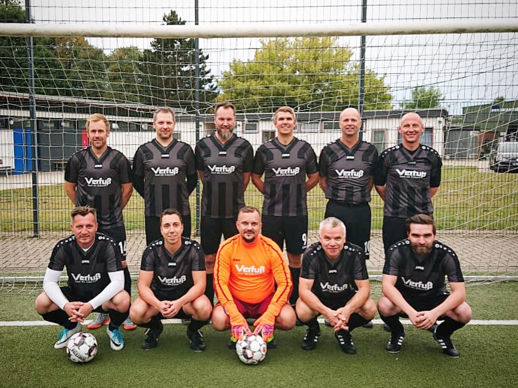 regionale Fußballmannschaft gesponsort von Verfuß