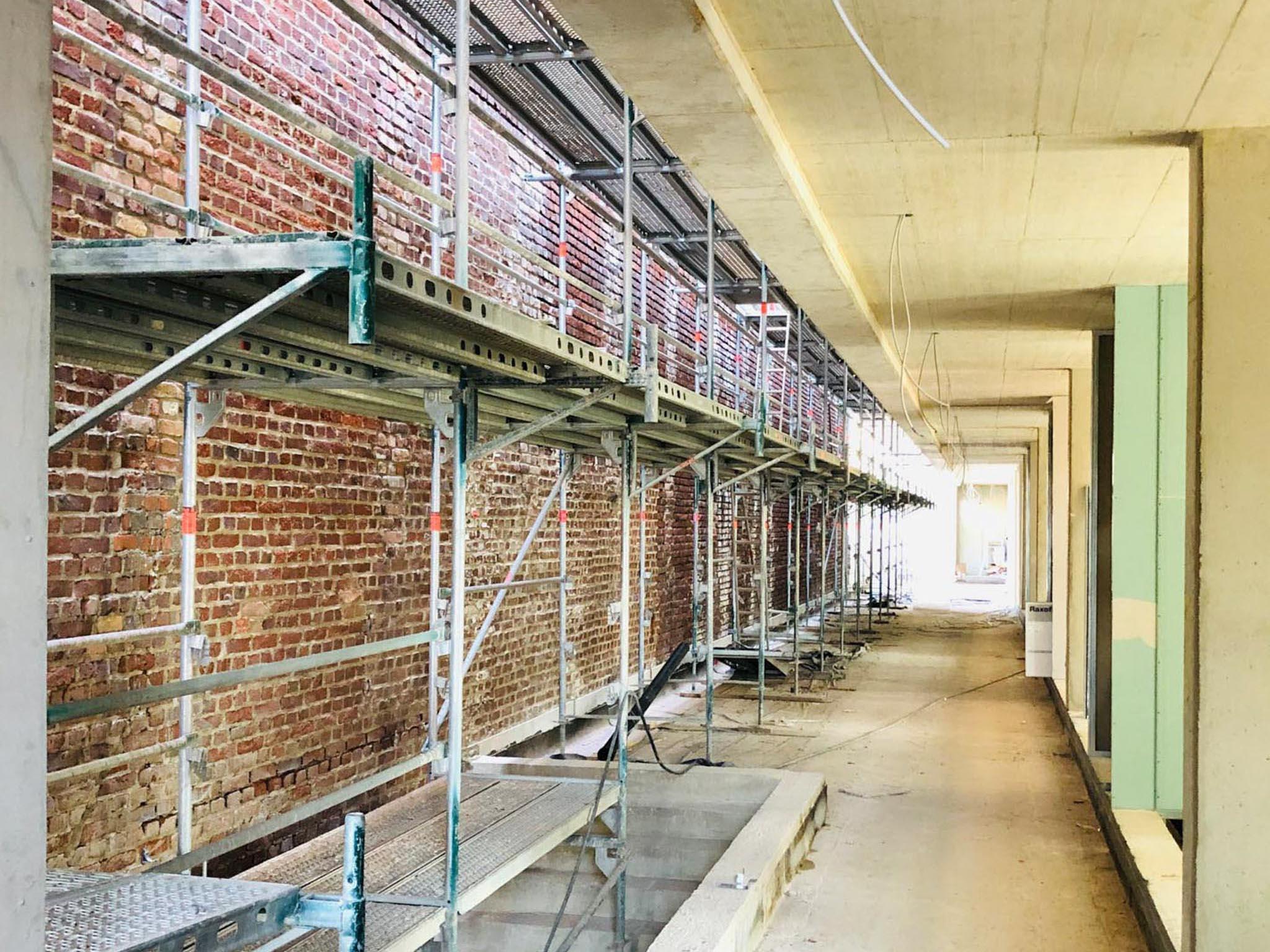 Sanierung einer denkmalgeschützten Backsteinmauer
