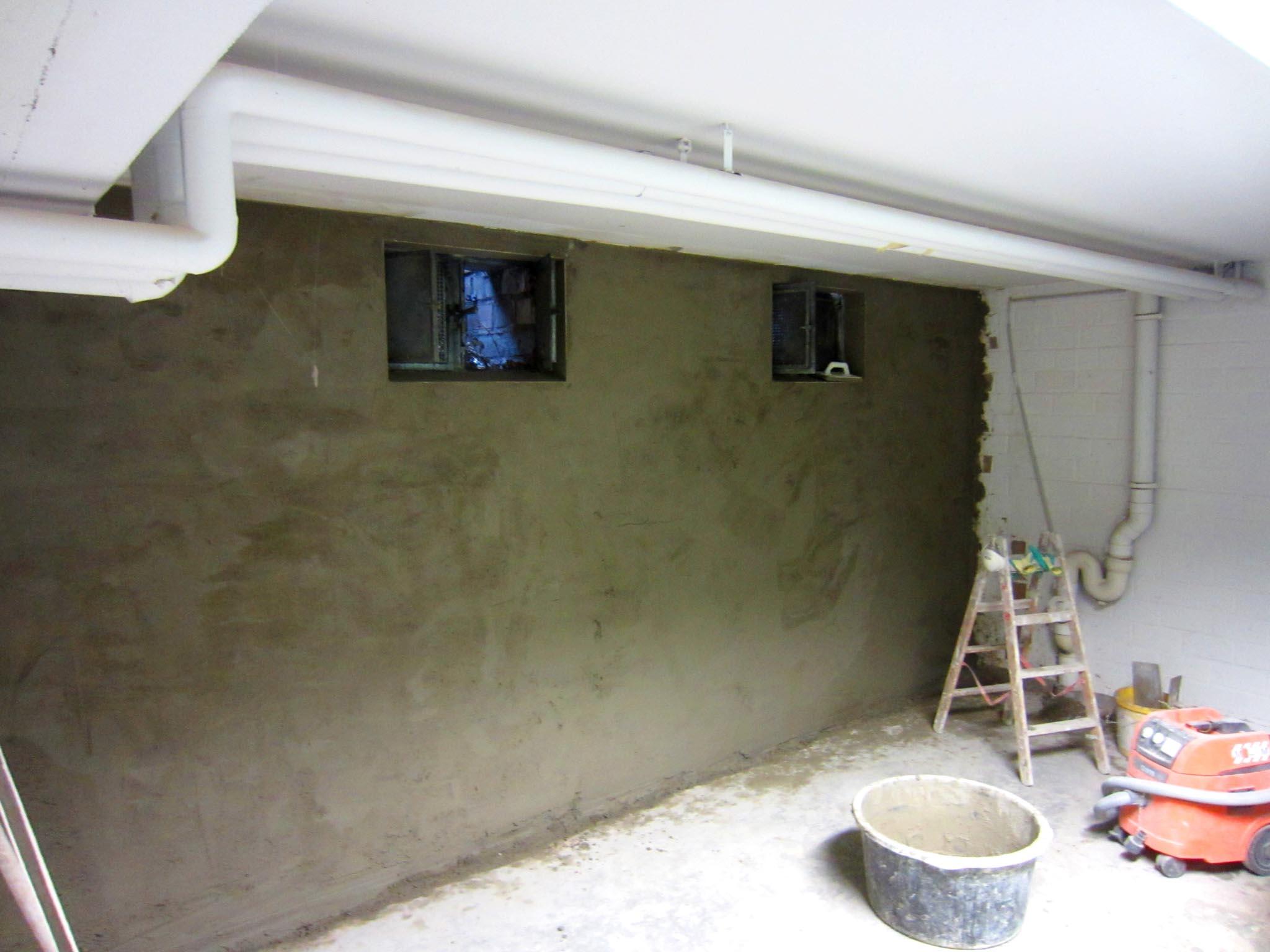 Wand mit Sperrputz